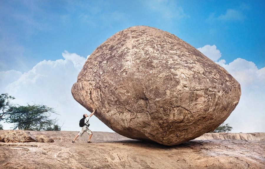 pousser un rocher